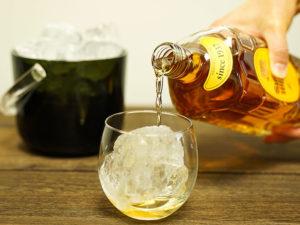 ナノラピアシリーズのお水でお酒を作る様子